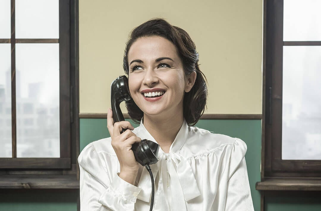 lady on the phone demonstrating webshop availability